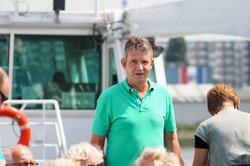 Mann mit grünem Shirt