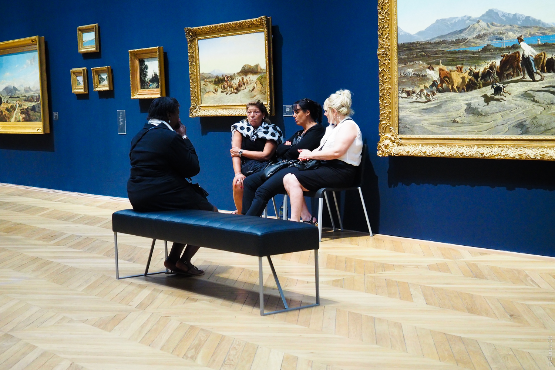 Frauen im Museum Marseille
