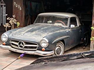 Os 10 carros clássicos mais incríveis esquecidos em garagens!
