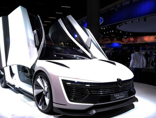 No salão a Volkswagen mostra Golf de 400 cv e anuncia nova família de carros