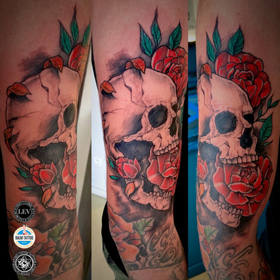 Scull and Roses color