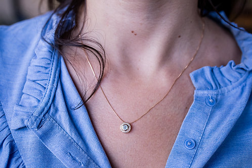 H1714 - Colar Pingente Redondo Pedra Azul Bebê com Volta Cravejada