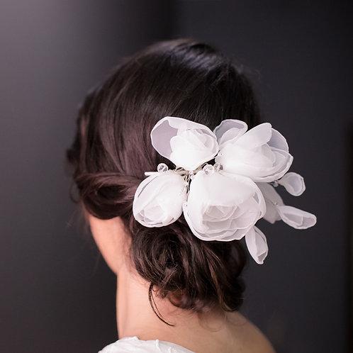 N02 - Pente de Flores de Organza Brancas com Ramos De Cristal