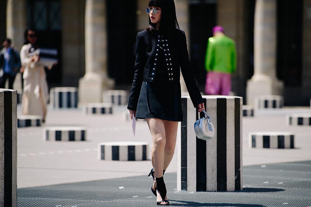 L'influenceuse mode chinoise Fil Xiaobai à Paris photographié par Adam Katz Sinding