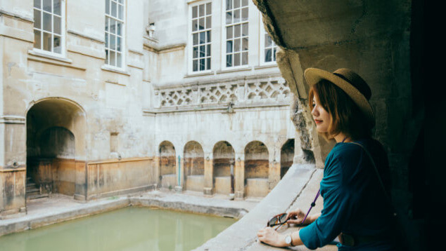 Jeune millennial chinoise en voyage en Sicile