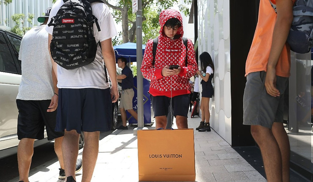 Jeune chinois fans de la marque Supreme