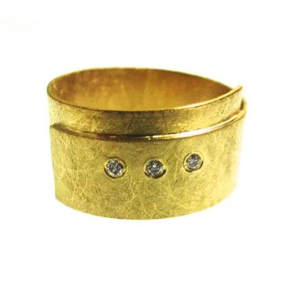 18ct Gold Wide Three Diamond Ring