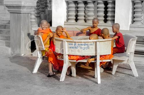 Jeunes moines novices, PP, Cambodge.jpg