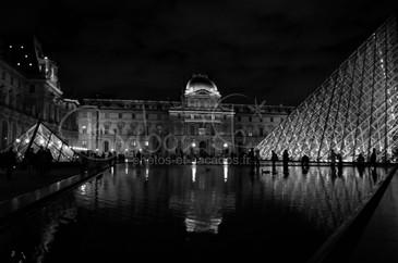 Louvre nocturne, Paris.jpg