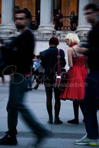 Jeune_femme_à_robe_rouge,_Trafalgar_squ