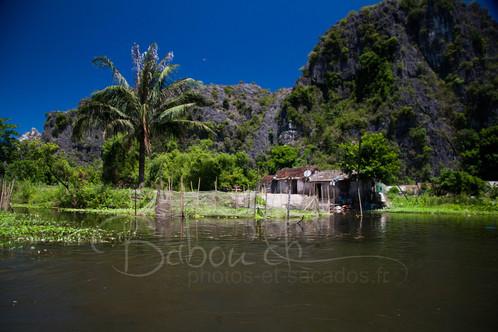 La Baie d'Along terrestre, Vietnam.jpg