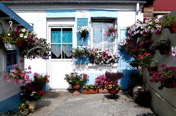 Petite maison blanche et bleue, Le Croto
