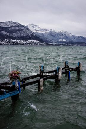 Lac d'annecy en plein hiver.jpg