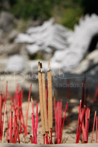 encens, pagode xa loi, Vietnam.jpg