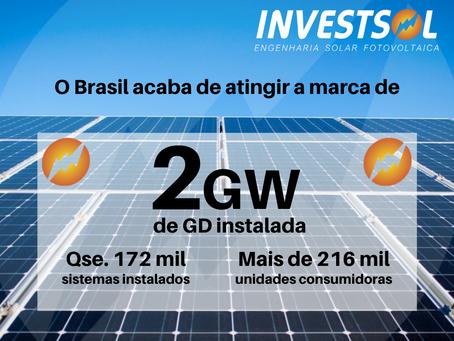 O Brasil atinge 2GW de potência solar fotovoltaica instalada em geração distribuída!