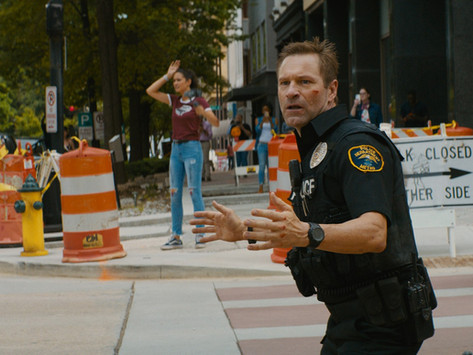 爆破、槍戰、飛車步步危機 亞倫艾克哈特 《絕命直播》