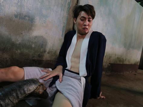 泰國天菜洪天逸《淒厲人僧》飾演韓國歐巴僧 與巨蟒對戲差點慘被攻勢胯下