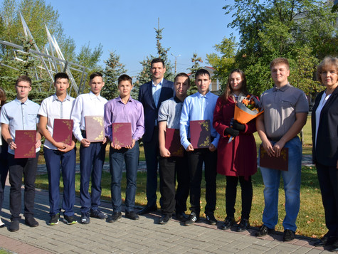 Группа Магнезит отметила лучших студентов