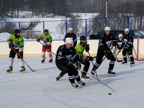 Магнезитовцы сыграли в составе сборной района с ветеранами «Трактора»