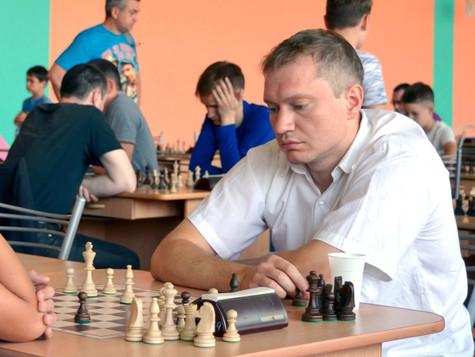 В память о шахтёре, тренере, первом международном мастере по шахматам в Сатке