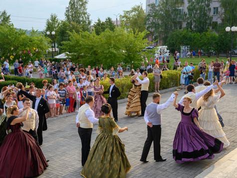 В ритме 19 века: кружились в танце цветы, улыбки и мечты