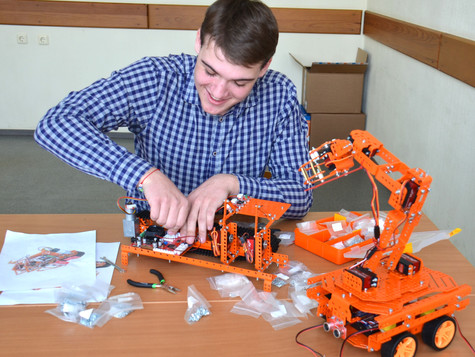 Студенты создают модели роботов, работающих на  «Магнезите»