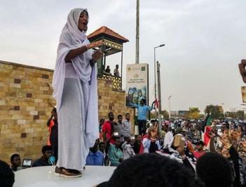 Les Soudanaises peuvent (enfin) danser avec des hommes et porter des pantalons !