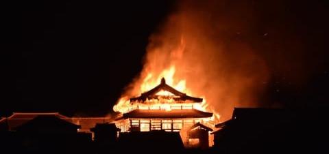 BFM TV s'enflamme sur l'incendie du château de Shuri.