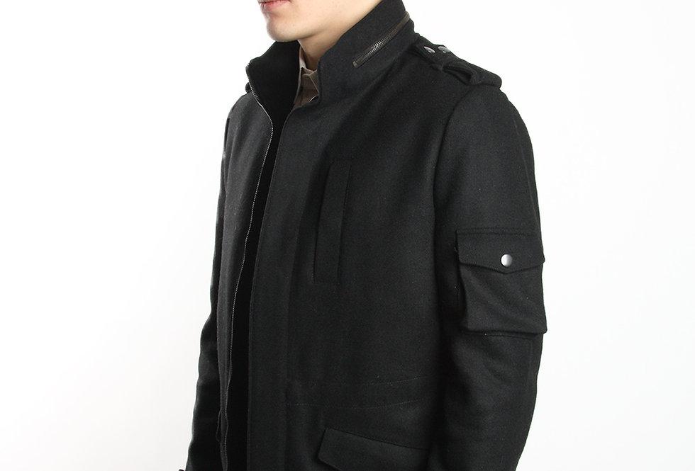 Шерстяная куртка с карманом на рукаве