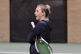 Former Gamecock tennis player Hadley Berg coaching on the court prior to graduating.