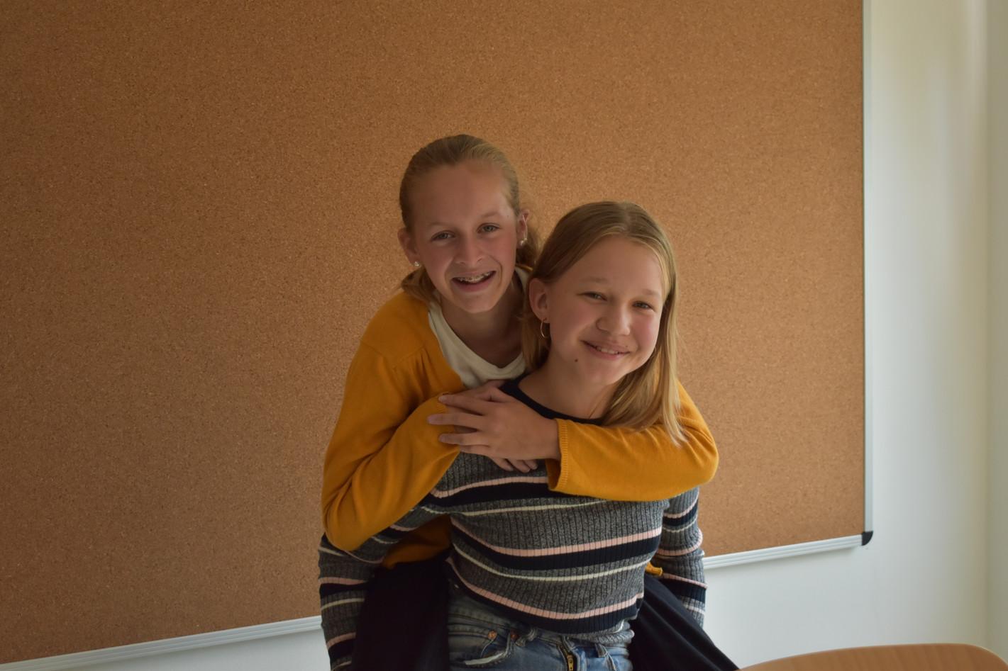 Mathea und Livia (2).JPG