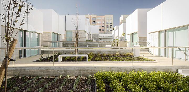 08_architecture_elderly_people_cruz_gued
