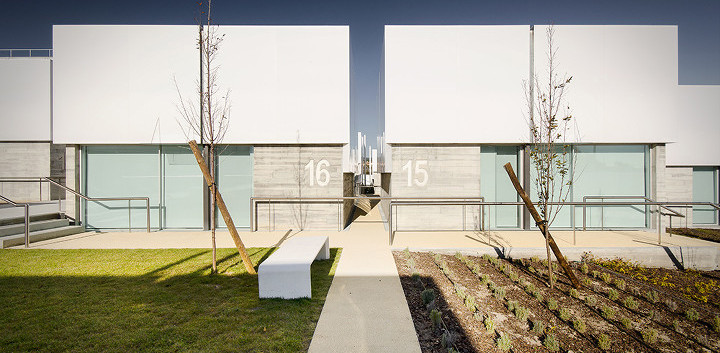 09_architecture_elderly_people_cruz_gued