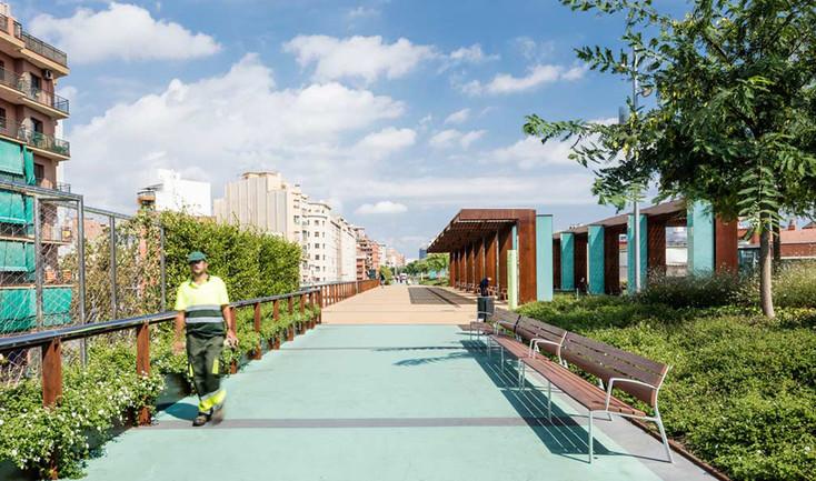 Barcelona-elevated-park-gree-roof-03.jpg