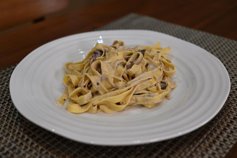 Costco Costco Rana Tagliatelle Seasoned White Chicken & Mushroom Sauce fresh pasta