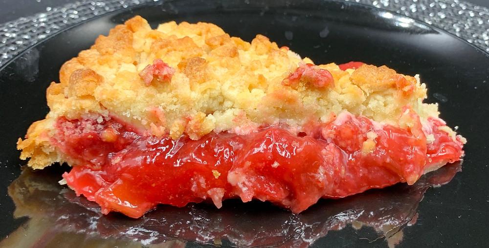 Costco Kirkland Signature Rhubarb Strawberry Crumble Pie
