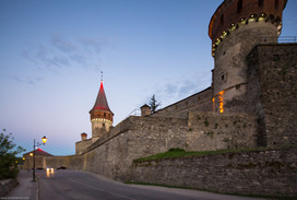 Кам'янець-Подільска фортеця у вечьорі