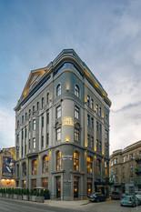 Архитектурная фотография фасада здания гостинницы Астория во Львове. Архитектурный фотограф Ян Волянский.