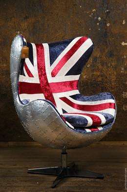 стильный стул с металлической спинкой. Предметный фотограф Ян Волянский.