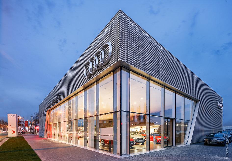 Архітектурна фотографія фасаду автосалону Ауді Центр Південь, Одеса.