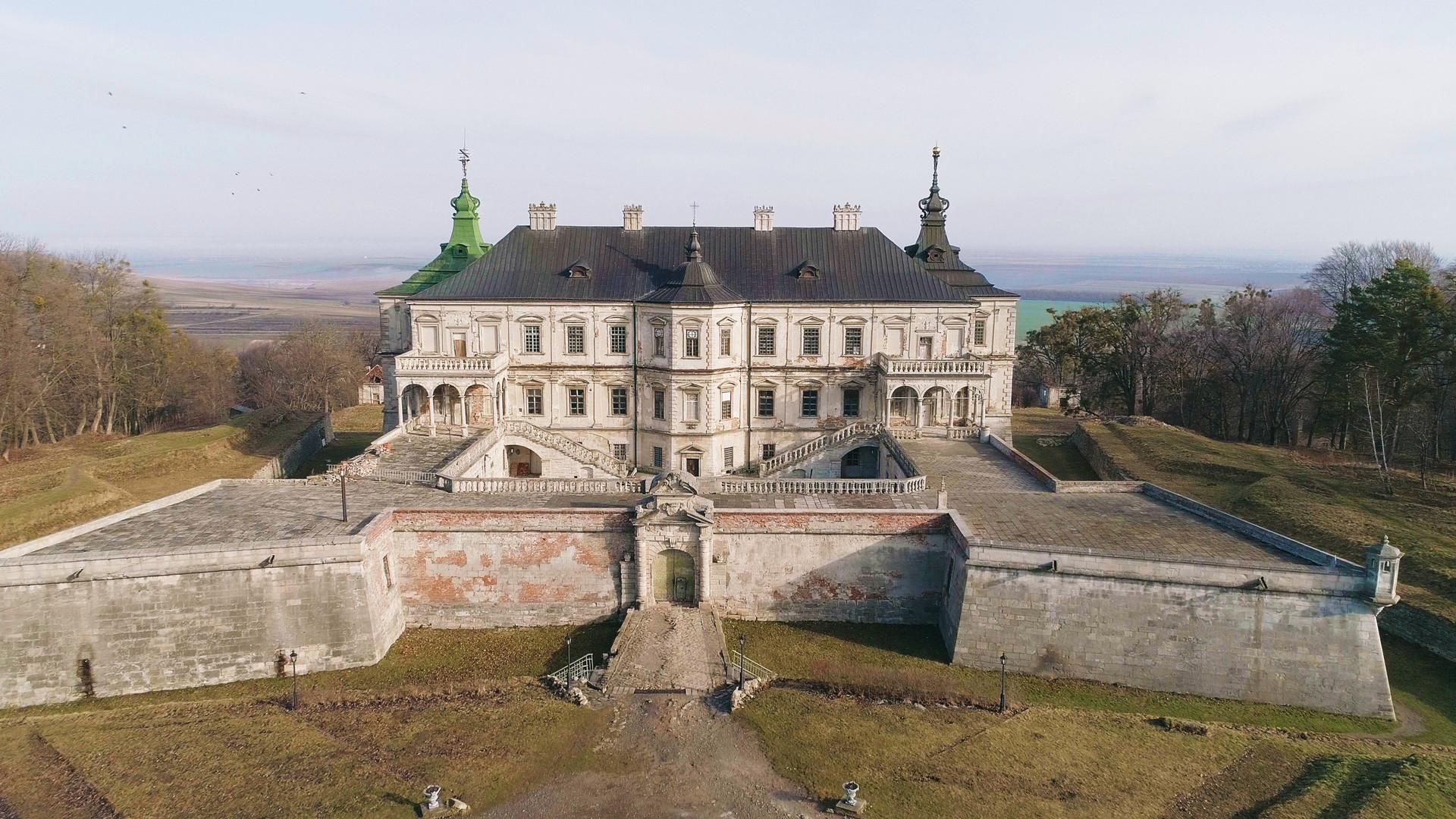 Замок в Підгірцях, Львівська область.