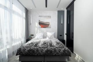 Интерьерная фотография спальни квартиры в Одессе. Интерьерный фотограф Ян Волянский.