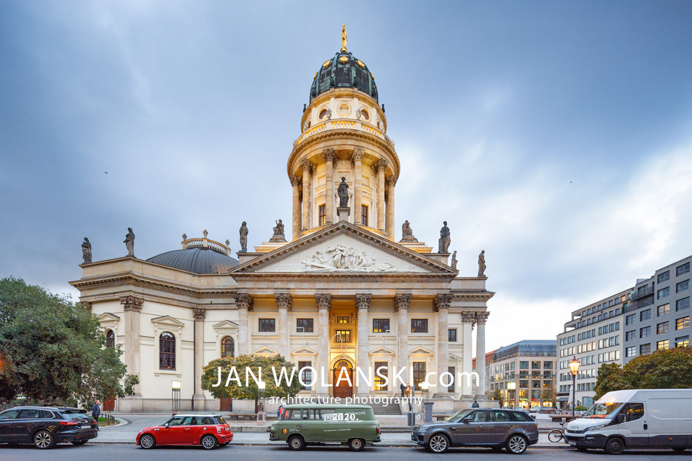 Красивая архитектурная фотография фасада церкви в Берлине. Фотограф архитектуры Ян Волянский.