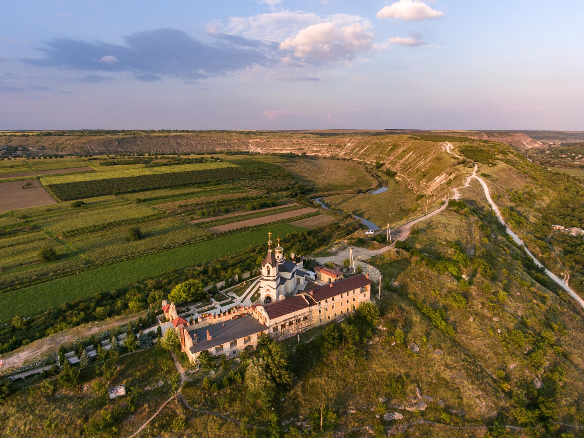 Церква на горі, село Старий Орхей, Молдова.