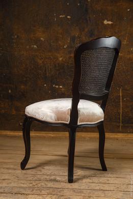 Деревянный стул. Предметный фотограф Ян Волянский.