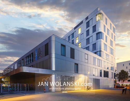 Стильная архитектурная фотография фасада современного европейского здания. Фотограф архитектуры Ян Волянский.