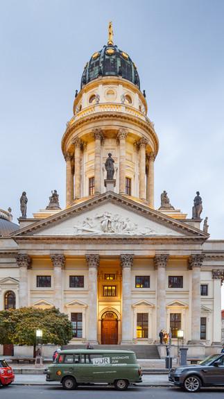 Архитектурная фотография фасада Deutscher Dom, в Берлине, Германия. 🇩🇪