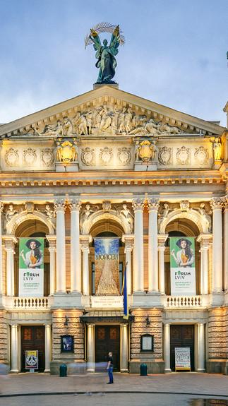Архитектурная фотография фасада здания Львовский национальный академический театр оперы и балета имени Соломии Крушельницкой