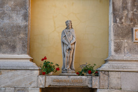 на территорії Кафедральний костел святих Апостолів Петра і Павла, Кам'янець-Подільский