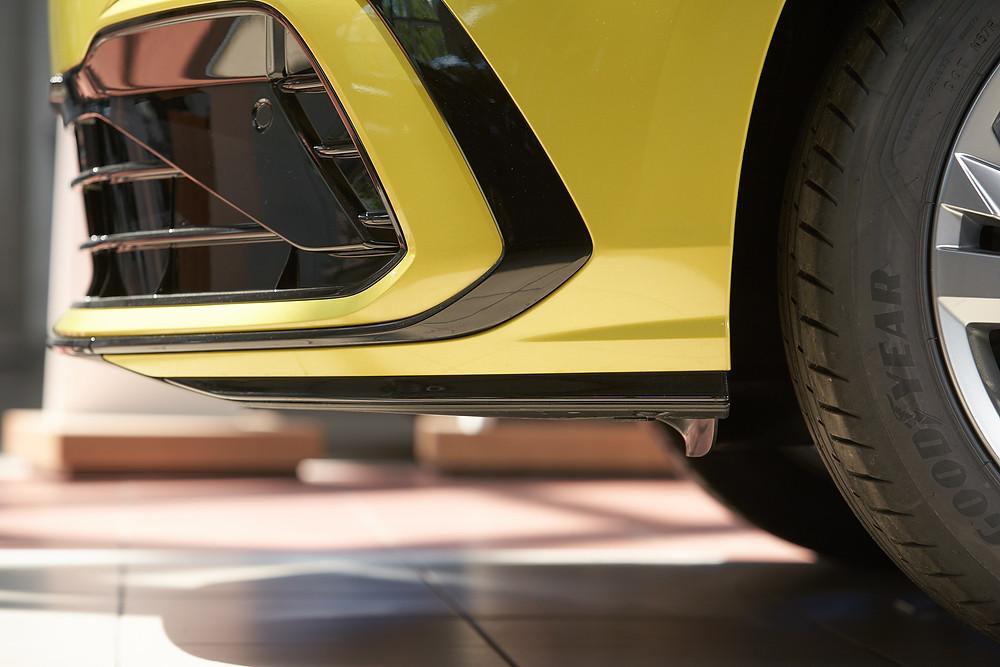 Передний спойлер Волксваген Гольф 8го поколения, R-Line. Автомобильный фотограф Ян Волянский.